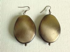 Flat pebble earrings